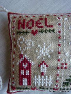 Toile de lin et petites croix: Noël : un petit coussin de plus
