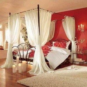 OOOOOHHH! love the bed curtains!