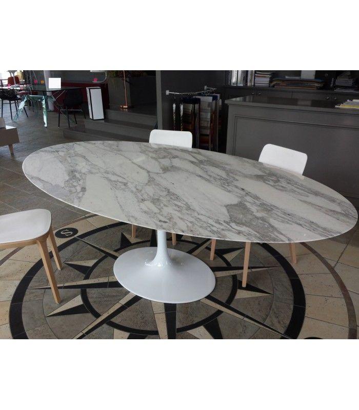 Fedele riedizione del tavolo ovale Tulip di Eero Saarinen con piano ...