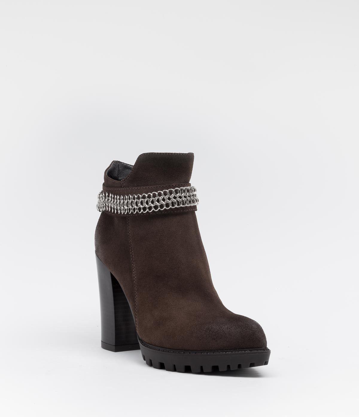 Ankle Boot mit Profilsohle und Blockabsatz #poilei #boots