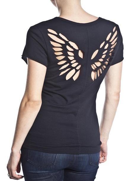 63d318cb9 Customização  camiseta com asas nas costas