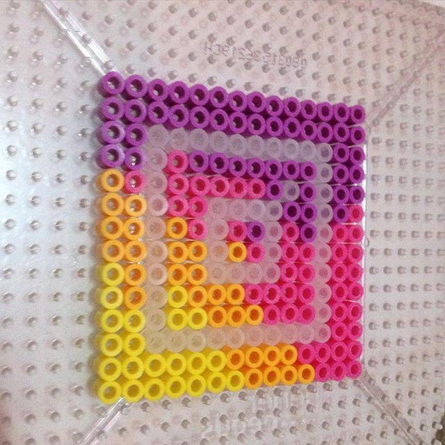 logo instagram en perle hama