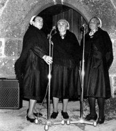 Les sœurs Goadec (Ar C'hoarezed Goadeg en breton) sont un trio de chanteuses bretonnes originaires de Treffrin (22). Les trois sœurs étaient : Maryvonne (1900-1983), Anastasie (1913-1998) et Eugénie Goadec (1909-18 janvier 2003). Elles commencent à animer des festoù-noz en 1956. Les trois sœurs ont beaucoup apporté à la culture bretonne et à sa pérennisation.