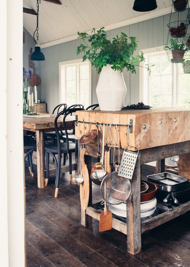 Rustique kitchen space with beautiful wooden details #scandinavianhome #interiorinspiration