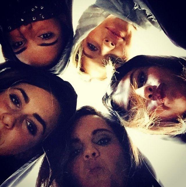 Kendall Jenner, Gigi Hadid, Selena Gomez, Ashley Cook and Courtney Barry | Selena gomez photos, Selena gomez pictures