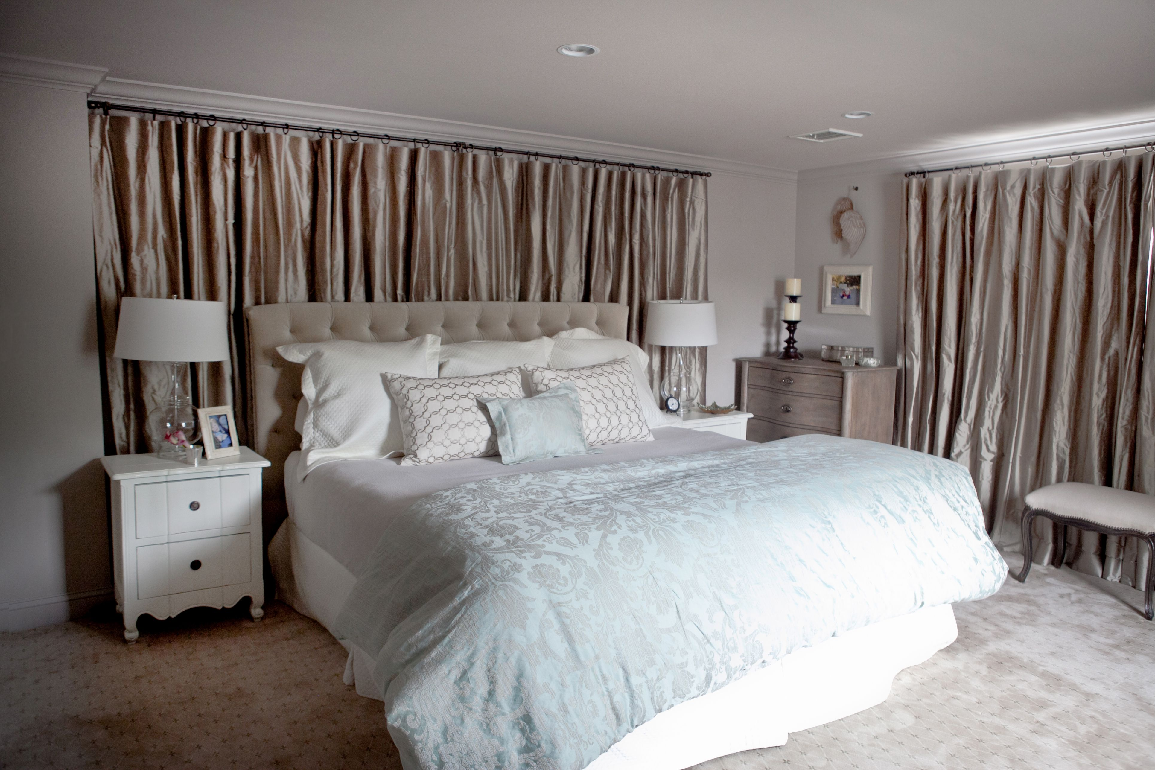 Drapes Behind Bed From The Windows To The Wall Curtains That Are More Than Just Window Small Room Bedroom Country Style Bedroom Decor Bedroom Decor