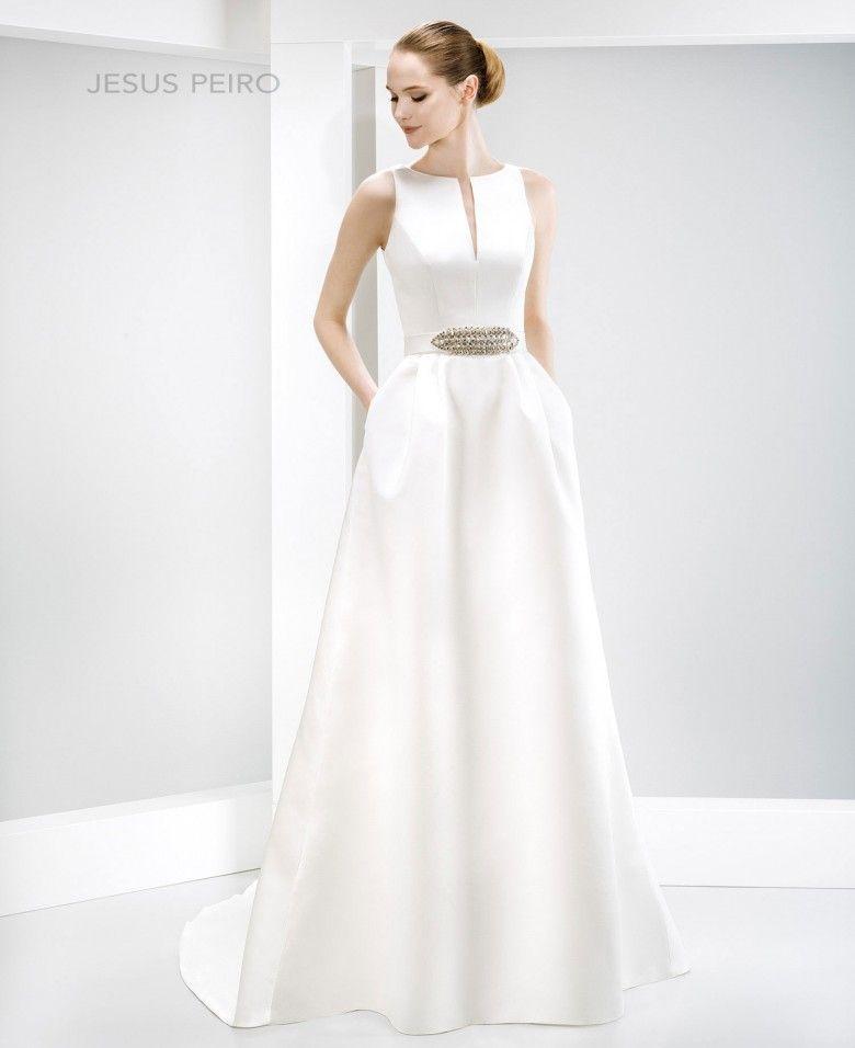 6019 | Himmel und Hochzeitskleider