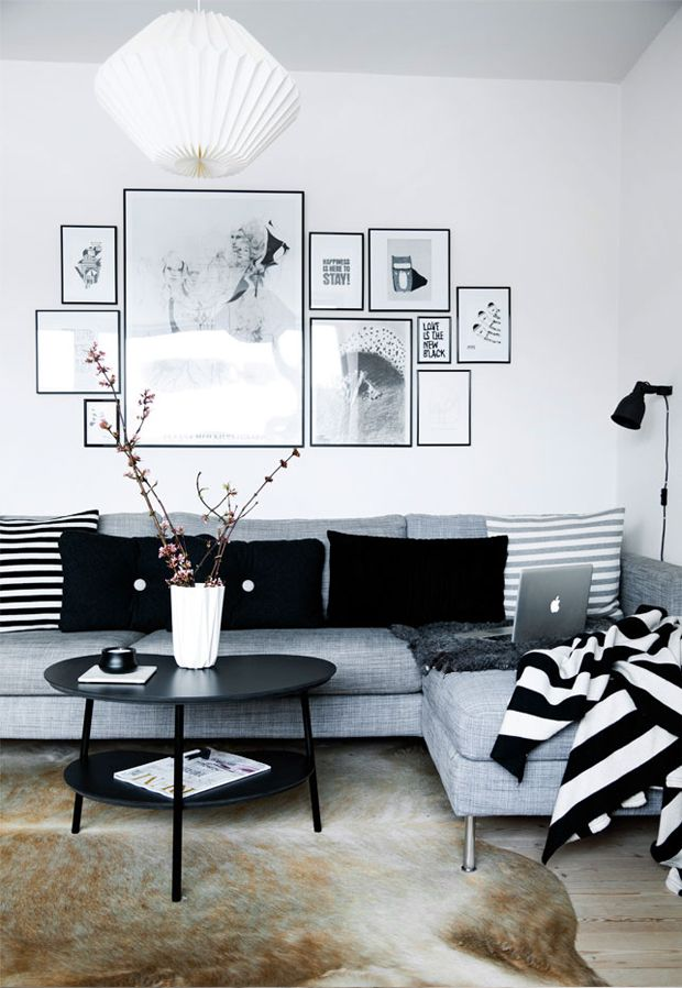 Simple black and white apartment design attractor for Simple apartment living room ideas