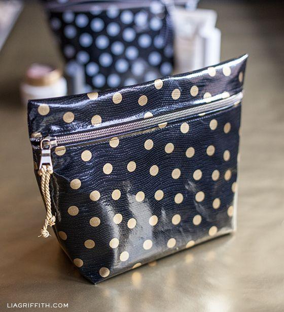 DIY Oilcloth Makeup Bags | Nähen, Wachstuch und Taschen nähen