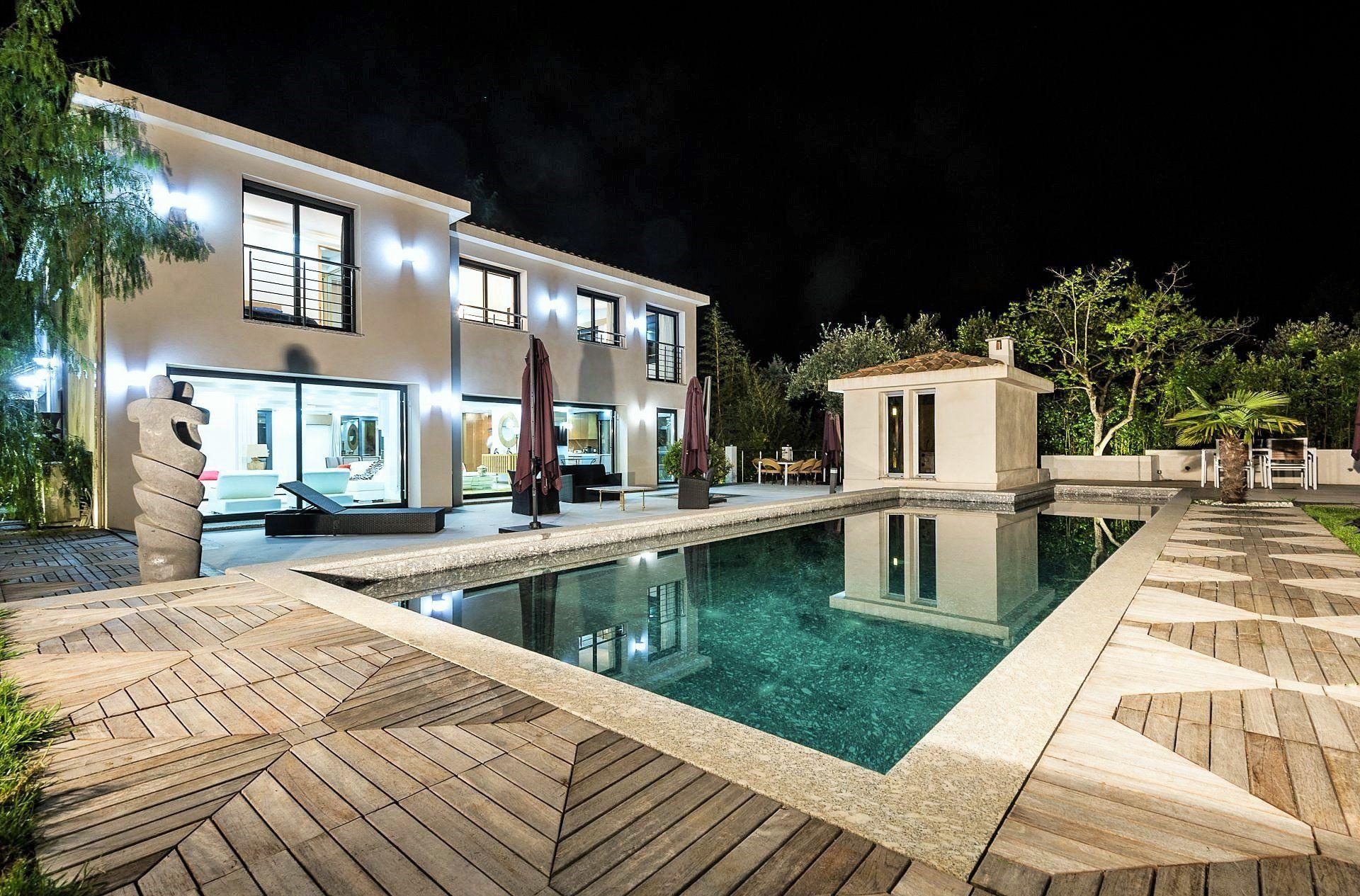 Villa Paraiso Is A Spectacular 20,000 Plus Square Foot Compound