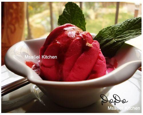 آيس كريم توت بصلصة التوت الطازجه Ice Cream Food Desserts