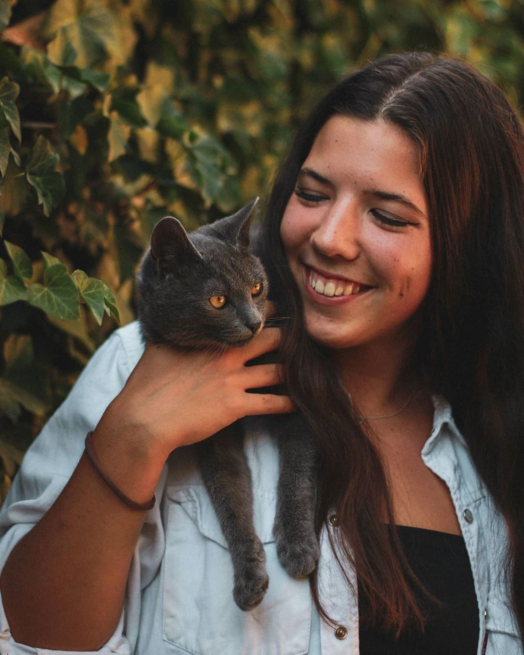 Hello everyone! ☺️ It is good to be back! I know I promised pics from a #dog #photoshoot and those are on the way too! But Petra and her #adorable #cat Dante were just way too #cute and I really wanted to #show you guys 🥰 I'll try to #focus more on #photography, but school is very #eventful and hard for me right now... wish me #luck 😅 #girl #model #canonphotography #mood #aesthetic #beginnerphotographer #amateurphotographer #instaphoto #pet #friend #portraits #portraitphotography #love #dslr #