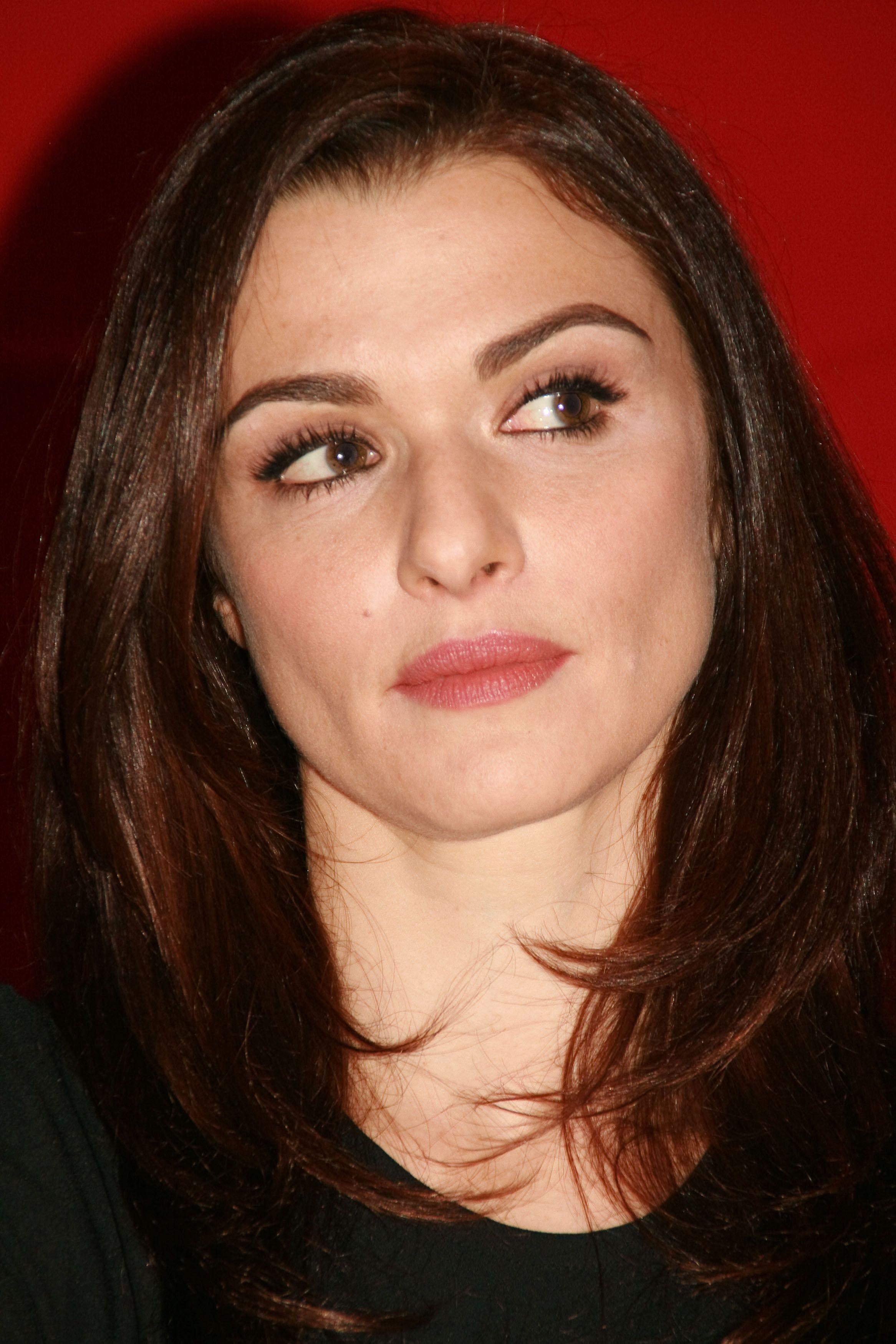 Rachel Weisz Curved eyebrows, Thick eyebrows, Eyebrow