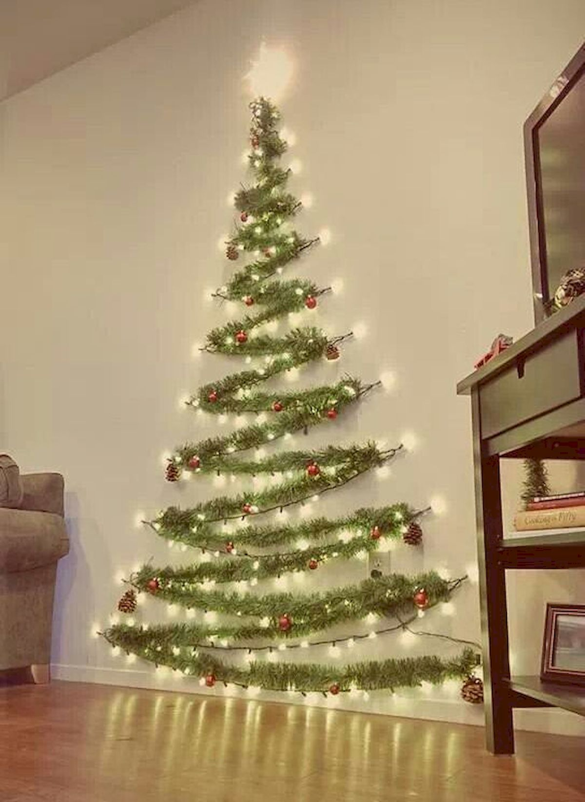 Awesome 60 Simple Christmas Living Room Decorations Ideas Https Roomadness Com 2018 0 Wall Christmas Tree Christmas Decorations Apartment Christmas Apartment