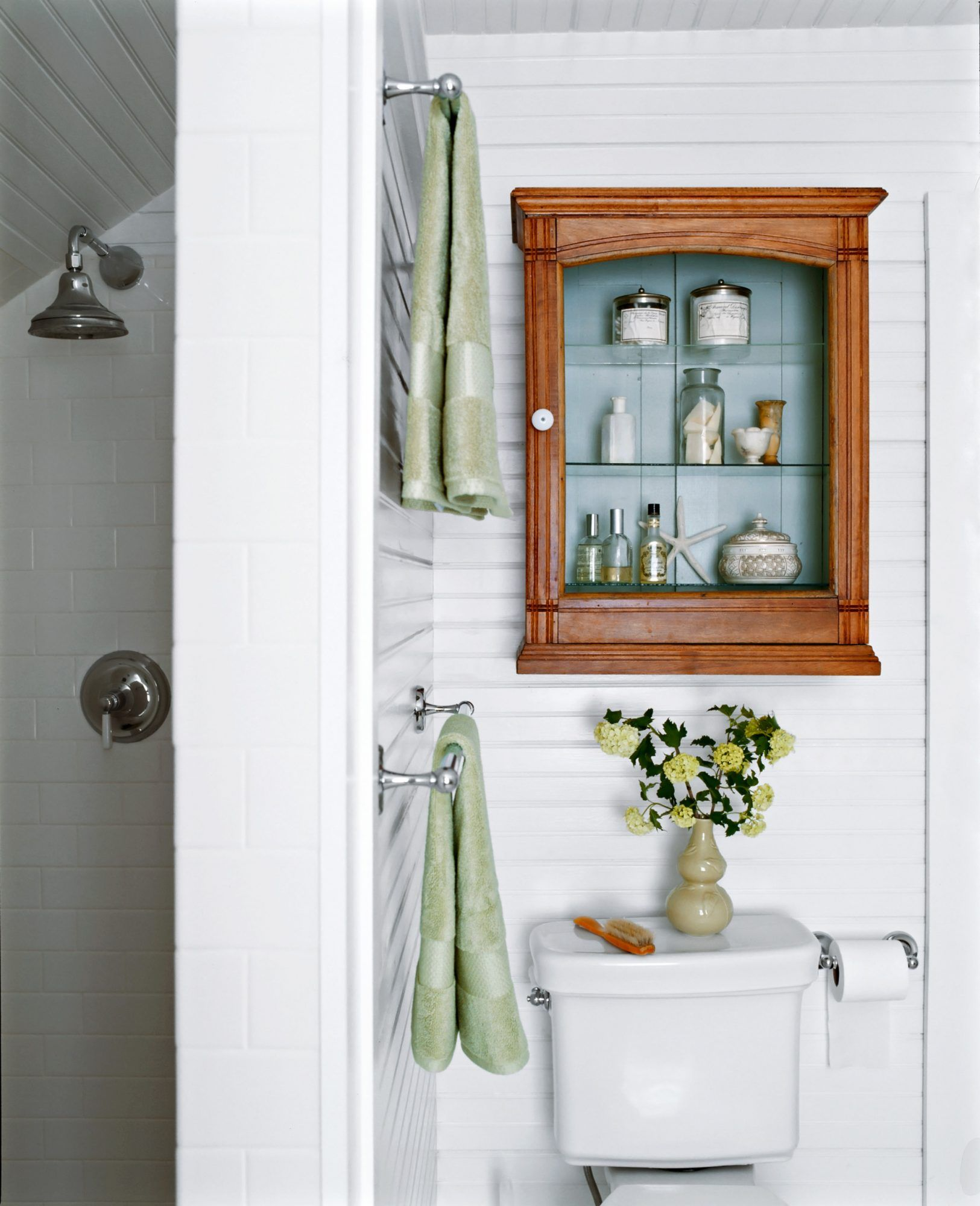 28 Towel Display Ideas For Pretty And Practical Bathroom Storage In 2020 Small Bathroom Bathroom Design Small Bathroom Towels Display