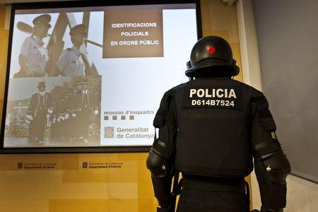 Los antidisturbios de la policía nacional también llevarán identificación visible como los Mossos