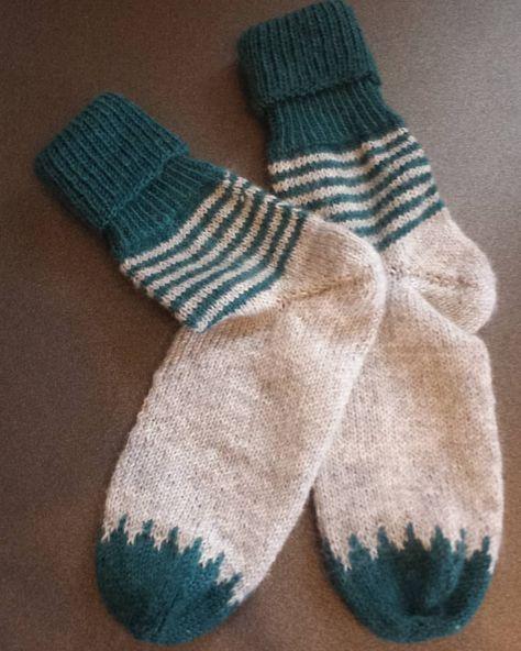 """Photo of .Simi on Instagram: """"Meine ersten Socken aus dem tollen Buch #soxxbook von @stine_und_stitch sind fertig 😊  Sie werden natürlich gleich morgen verschenkt 😉 Bei…"""""""