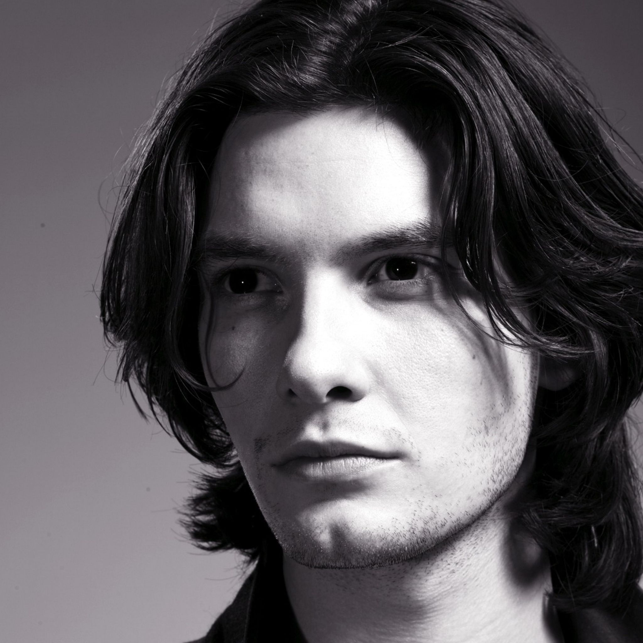 Download Wallpaper 2048x2048 Ben Barnes Actor Brunette Man Long Hair Styles Men Long Hair Styles Hair Photo
