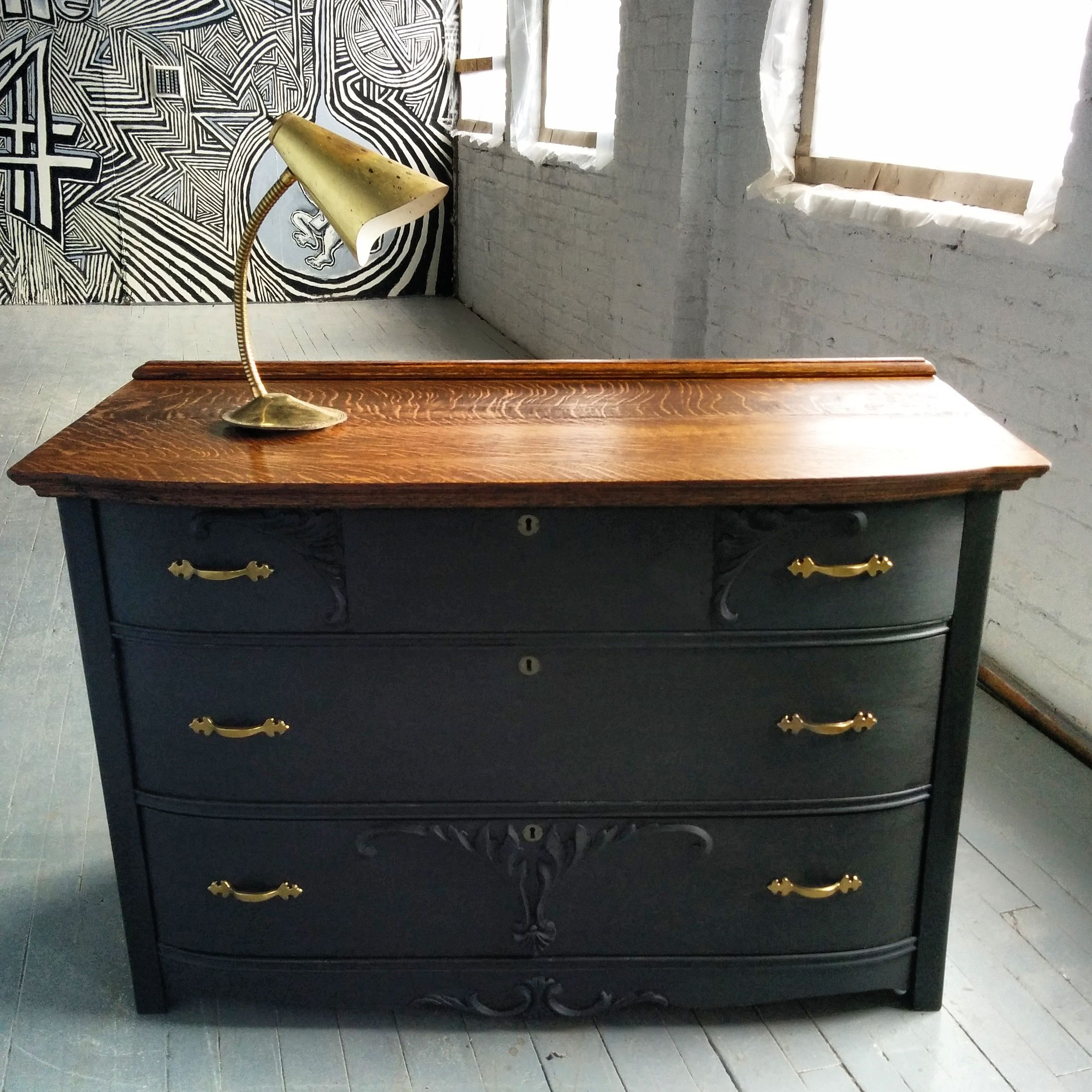commode antique en bois vintage dresser painted with graphite chalk paint black and gold. Black Bedroom Furniture Sets. Home Design Ideas