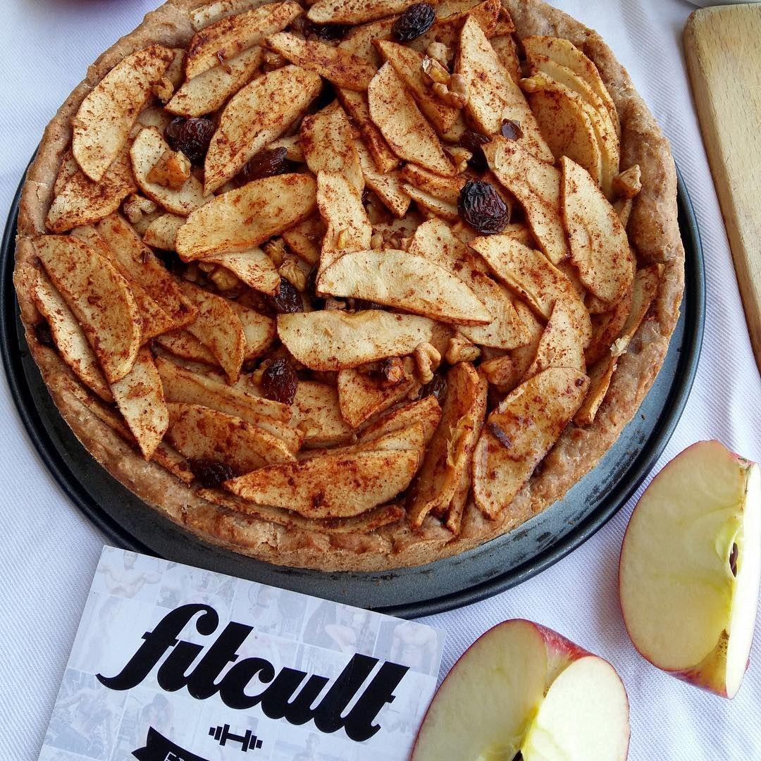 Máš rád škoricu? V článku od @Fitcult sa o nej dočítaš kopec zaujímavostí, aké má výhody pre zdravie reálne podporené vedou a zistíš, že má aj svoju temnejšiu stránku. Takýto škoricový Apple Pie by si zmastil okamžite, však? Článok nájdeš aj po naťukaní Fitcult.sk/613 do svojho prehliadača. #skorica #fitness #recepty #fitrecept #zdravie #zaujimavosti #potraviny #kuchyna #pecenie #fitnessrecepty #jedlo http://www.butimag.com/pecenie/post/1476915292830862209_358879000/?code=BR_DqJAhouB