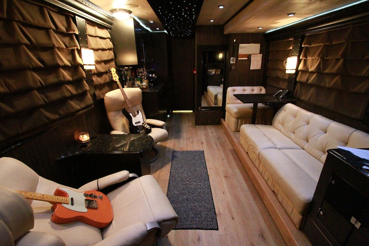 One direction tour bus interior - Living Room Of Lee Brice S Tour Bus See More Pics Of Celeb Motor Homes Here