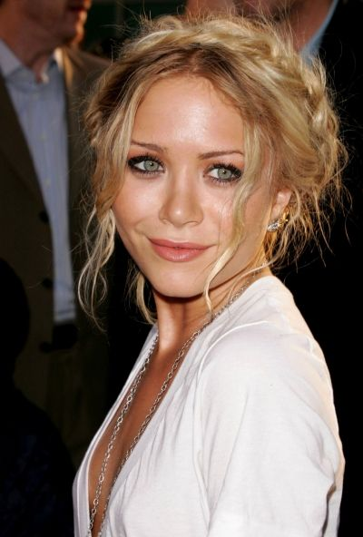 la-modella-mafia-Mary-Kate-Olsen-red-carpet-chic-with-a-Grecian-braid-hair-and-gold-leaf-earring.jpg 400×592 pixels  Love the hair!