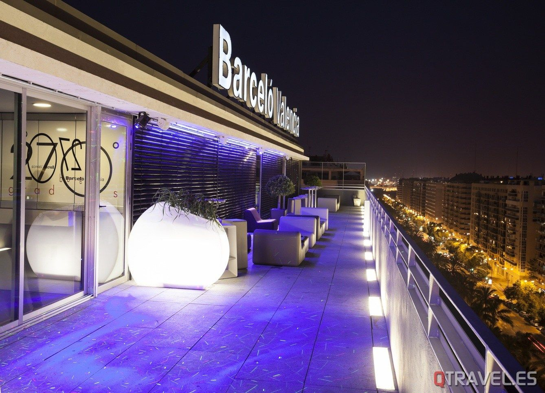 La Terraza De Moda De Este Verano 270 Grados En El Hotel Barcelo Valencia Qtravel Revista De Viajes Y Turismo Blog Y Portal De Viajes Bar En La Azotea
