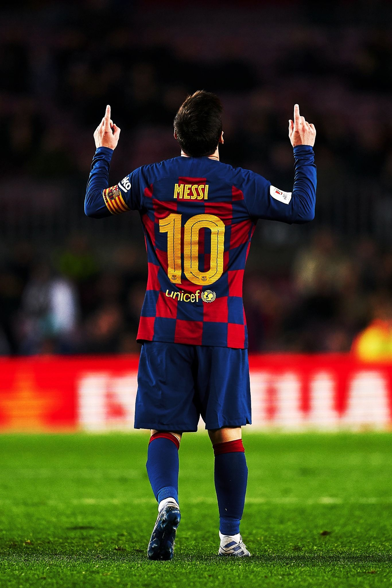 Pin By Hanna On Futbol In 2020 Lionel Messi Messi Messi And Ronaldo