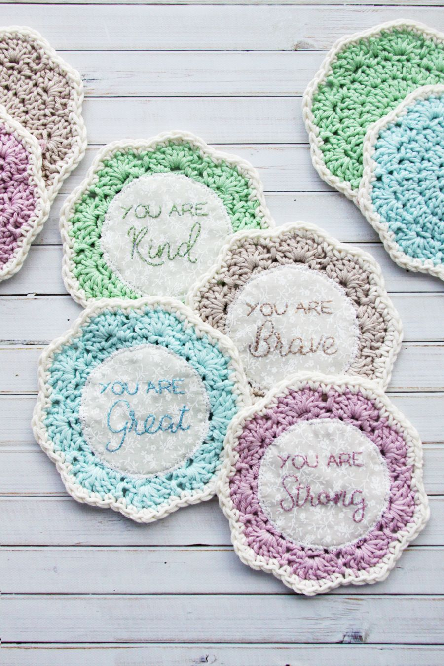Embroidered Crochet Coasters - | Swap ideas | Pinterest | Tejido ...