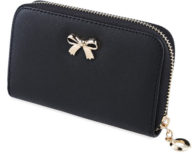 Tyylikäs musta lompakko, jossa kultainen koristerusetti. Korttipaikkoja ja vetoketjullinen kolikko-osa.  Koko: korkeus 8,8cm, leveys 14cm.