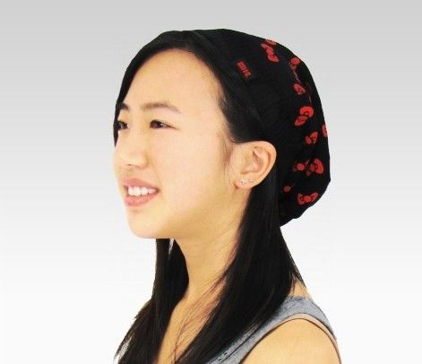 Baggy winter hat printed all over with Hello Kitty's bow? Yes, please! <3