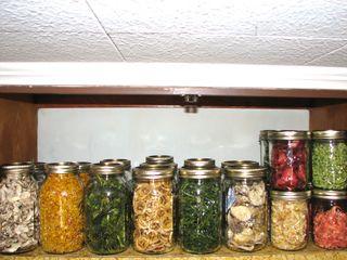 fruits et l gumes s ch s conserv s en bocaux mange comme il faut pinterest conserver en. Black Bedroom Furniture Sets. Home Design Ideas