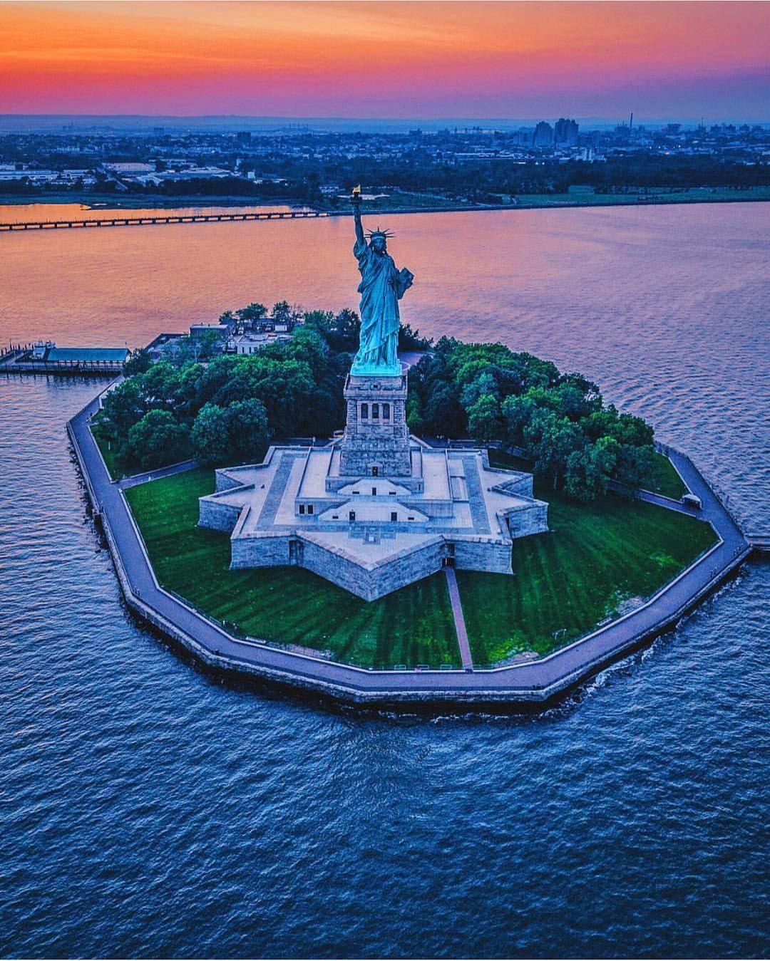 Liberty State Park By Wantedvisual Statue De La Liberte Villes Du Monde Voyages A L Etranger