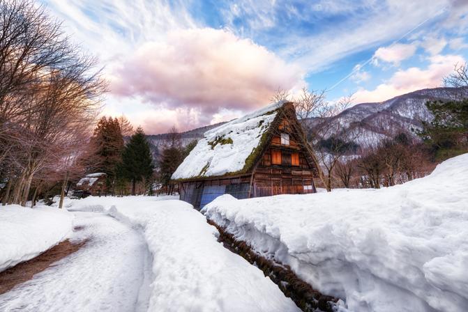 Shirakawa-go, una aldea atemporal (Japón) by Little Haggi http://www.littlehaggi.blogspot.com   #shirakawago #japan #japon #travel #traveller #villages #places #winter #winterland #snow #house #gassho-zukuri