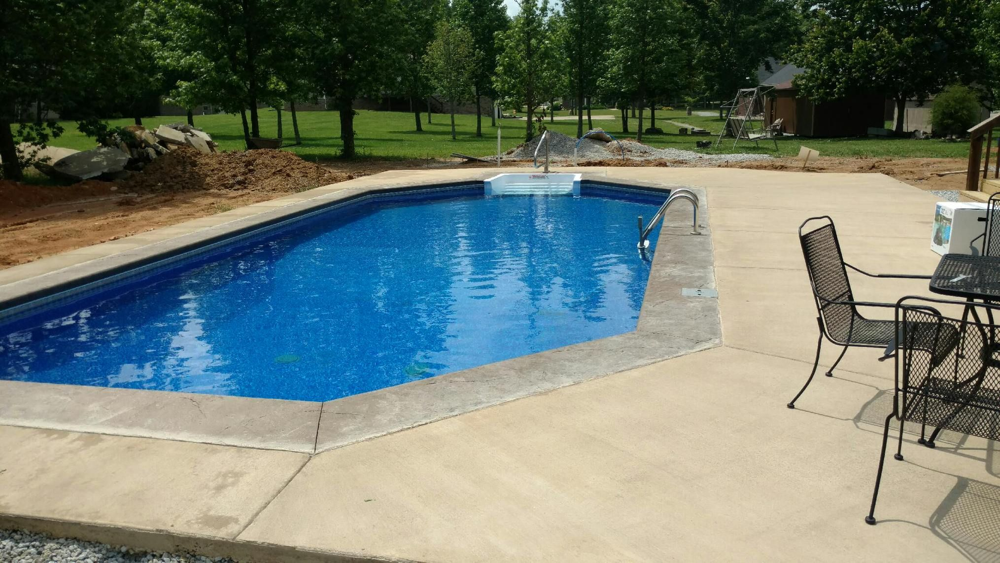 Pool And Spa Depot 17 X 36 Grecian Concrete Wall Pool Grey Flagstone Coping Broom Finished Concrete Decking Spa Pool Pool Pool Designs