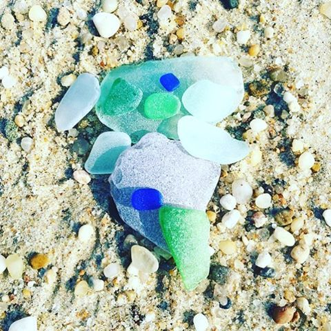 Beach finds this am of @kellyaklein. Summer is almost here