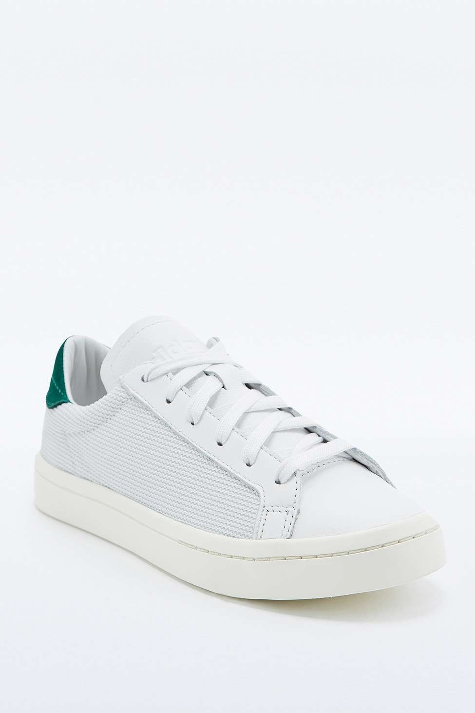meet 65cc8 62077 adidas Originals Court Vantage White and Green Nubuck Trainers - Urban  Outfitters