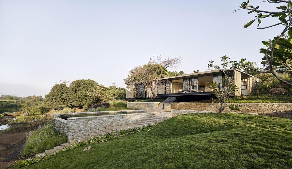 splendide maison semi enterre en pierre avec toiture vgtalise en inde - Maison Moderne Avectoiture