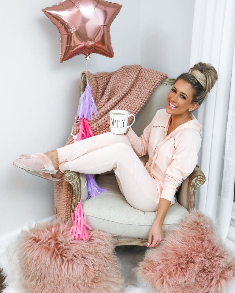VALENTINE'S DAY GIFT GUIDE FOR HER Feminine outfit, Pink