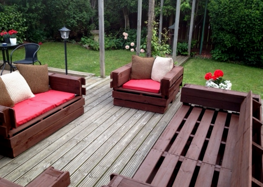 Diy cheap garden furniture lawn furniture pallets and lawn for Cheap garden seating ideas
