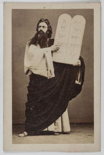 Portrait DObin Chanteur Lyrique Lopra Dguis En Mose