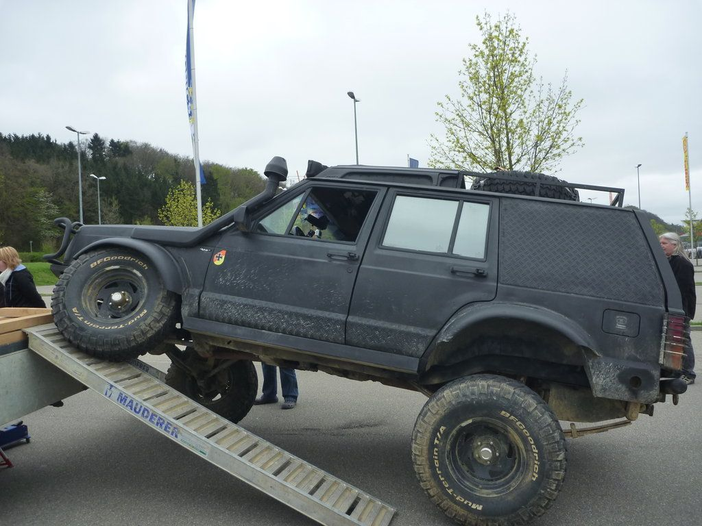 "jeep cherokee XJ lifted 88 33x10.5 +6"""