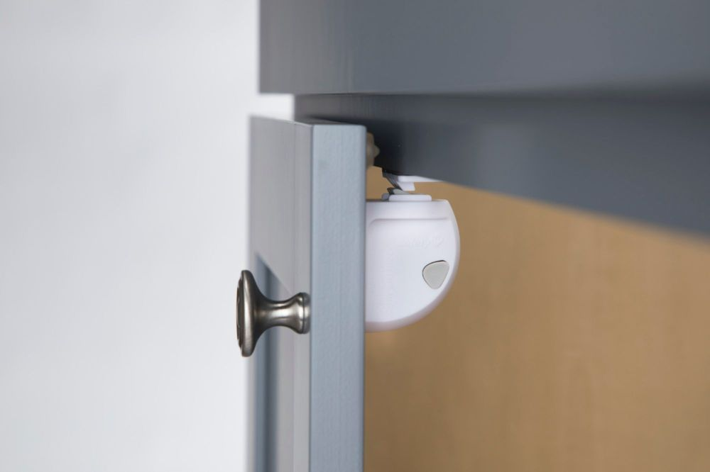 Safety 1st Adhesive Magnetic Lock System 2 Locks And 1 Key White Hs2920601 Best Buy In 2020 Magnetic Lock Cool Things To Buy Lock