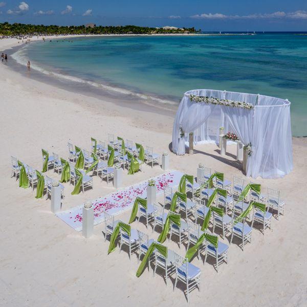 Boda en la playa, una boda de ensueño. #BarcelóWeddings //  A beach wedding, a dream wedding #BarcelóWeddings