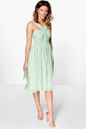 cc8884fb161c #boohoo Pleated Strappy Midi Skater Dress - green DZZ81956 #Get dance  floor-ready in an entrance-making evening dressLook knock-out on nights out  in ...