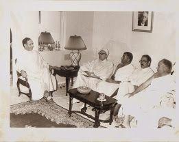 Délégation officielle pour le pèlerinage à la Mecque conduite par Rachid Sfar Ministre de la Sante Publique en 1983