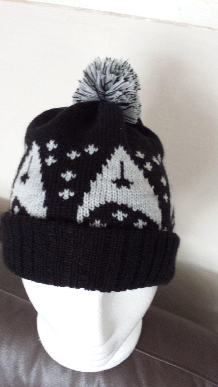 Knitted Beanie Pompom Bobble hat Star Trek insignia Black/silver ...
