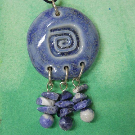 Carré spirale Tribal pendentif en céramique par celticsouljewelry