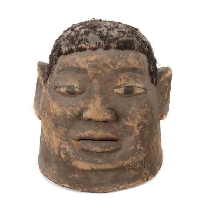 """Helmmaske """"lipiko"""" Mosambik, Stamm der Makonde, leichtes, helles Holz geschnitzt, braun patiniert, n — Afrikana, Stammeskunst, Elfenbein, Elfenbeinküste, Masken, Bassa, Baule, Chokwe, Makonde, Ozeanien"""