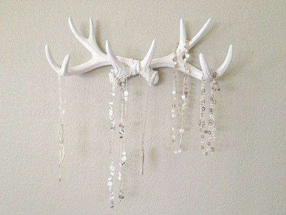Charmant Could Take Antlers Off, Hang Like This On Dark Rectangular Wood Background  Or Barnwood